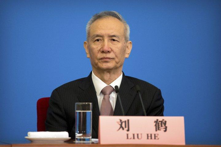 @BroadcastImagem: Liu He, da China, diz aos EUA que irá defender interesses do país em questão tarifária. Mark Schiefelbein/AP