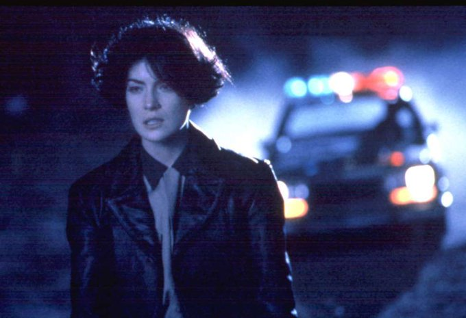 Happy birthday to Lara Flynn Boyle, seen here in \Red Rock West\ (1993).