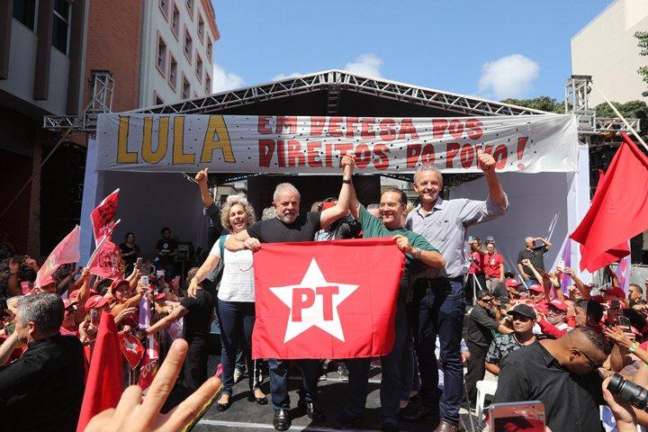 @BroadcastImagem: Lula faz comício no centro de Florianópolis, em Santa Catarina. Daniel Teixeira/Estadão