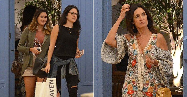 Fatima Bernardes. Foto do site da Caras Brasil que mostra Fatima Bernardes passeia com as filhas em shopping e atende fãs