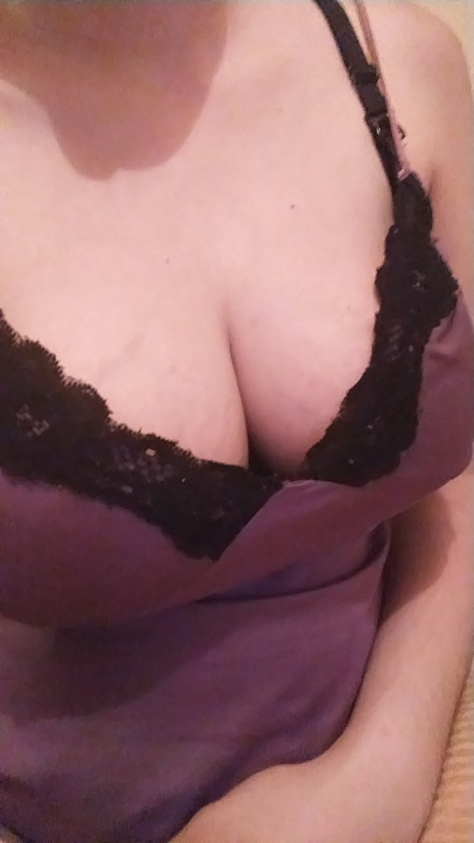 #MondayMotivation #cleavage BlSDWi6DVp
