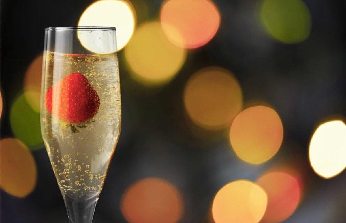 I need a glass of champagne. #OMGstrawberryandchampagne P56Vf8zGN0