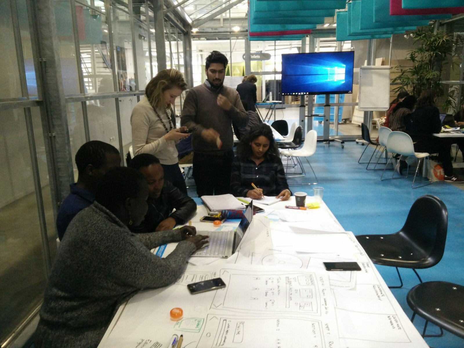 Young Experts from Batch 14 finalizing their 'prototypes sprint' to improve the YEP network for alumni, during their Design Thinking Training from @youngcolfield between the inspiring  innovative companies at incubator @YESDelft ! https://t.co/UDvimDY92q
