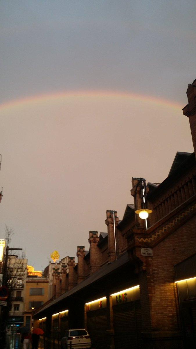 Que bonita la #primavera #arcoiris y en buena compañía # lluvia #sol #buenacompañia mmV