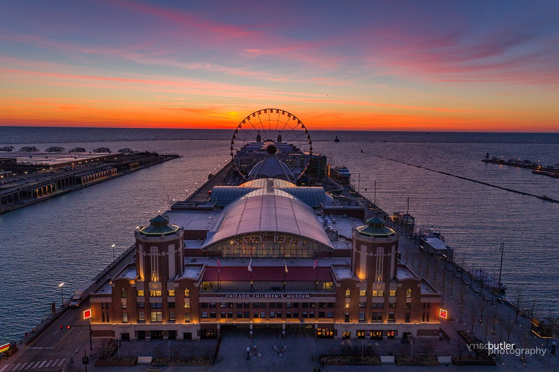Monday's Chicago Sunrise Over Navy Pier #ilwx #news #weather #chicago https://t.co/5VJdxaRGOC
