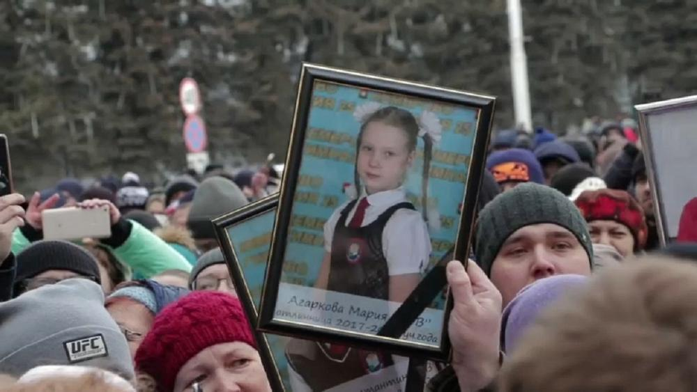 Grief and protest in Russia over fire that killed tens of children