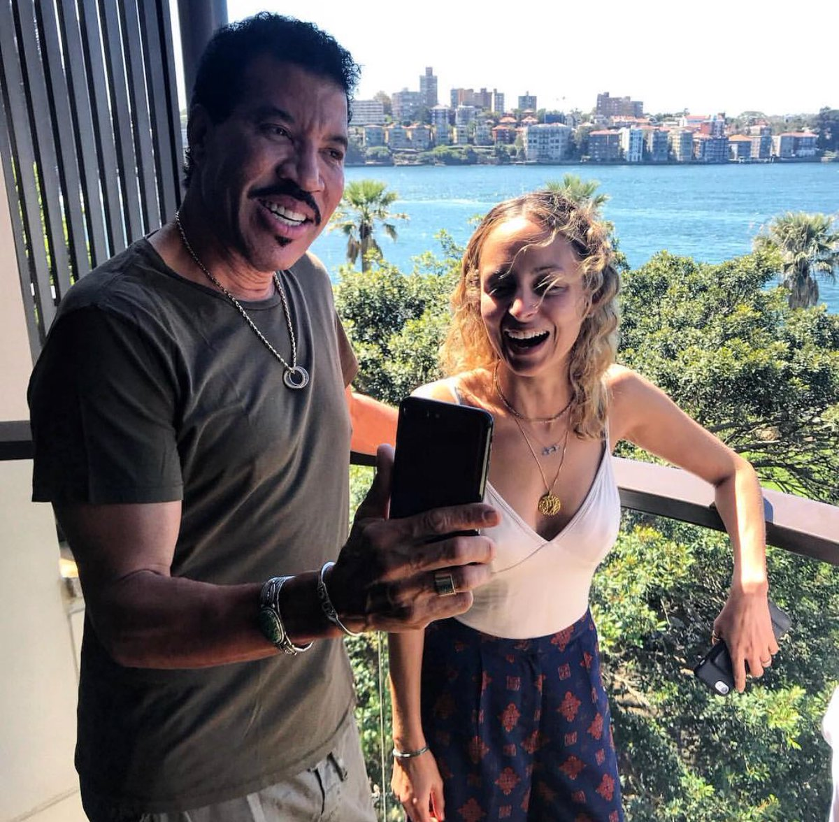 RT @LionelRichie: Family time down under. It's always fun & laughter with @nicolerichie ❤️ ???????? https://t.co/8zY1JbcyAF
