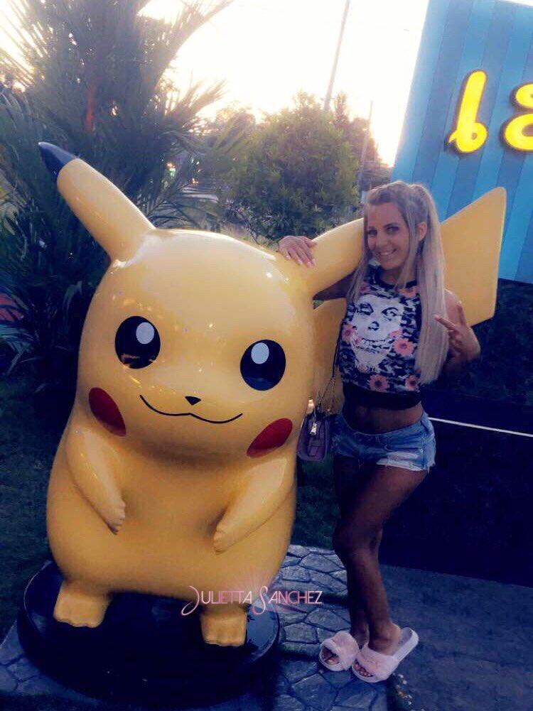 Wünsche euch schöne Feiertage ✌🏼😘 Pikachuuuu 😂 p4HLHFKV2P