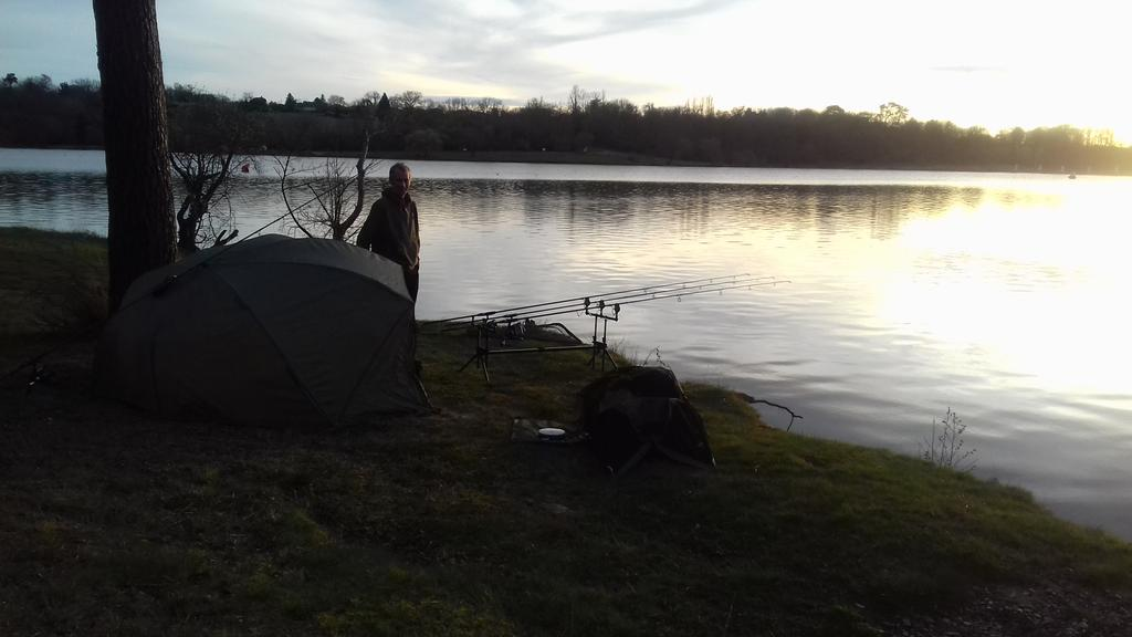 DH all set to fish in a beautiful <b>Sunset</b> at Lac de l'Uby. #CarpFishing https://t.co/VFnKNIl91