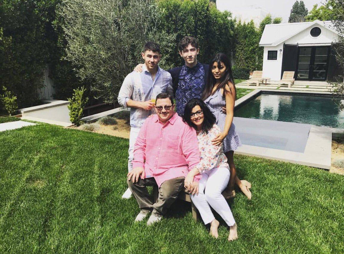 Happy Easter y'all. https://t.co/R0GwDHeMOv