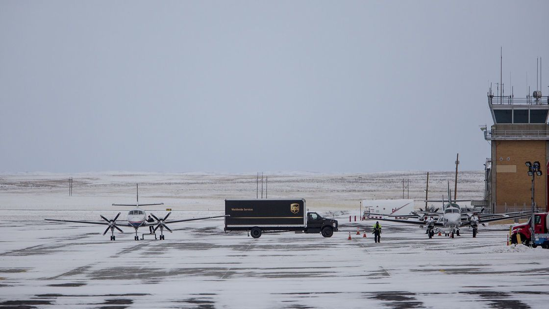 Wyoming state-run air service moves forward, framed as essential to economic diversification