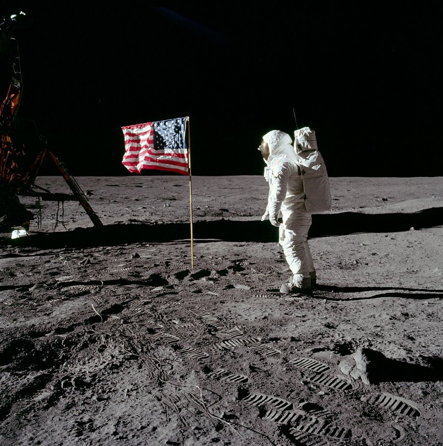Buzz Aldrin (@TheRealBuzz) saluting the Stars and Stripes of the U.S. Flag on the surface of the Moon. #Apollo11 #Apollo50 https://t.co/lDpJPV17wh