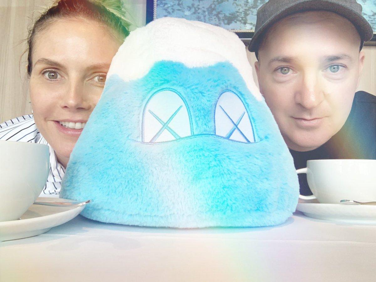 Breakfast with @kaws ???? #Tokyo  #Kaws #kawsholiday  #mtfuji https://t.co/ThUG3pXNlC