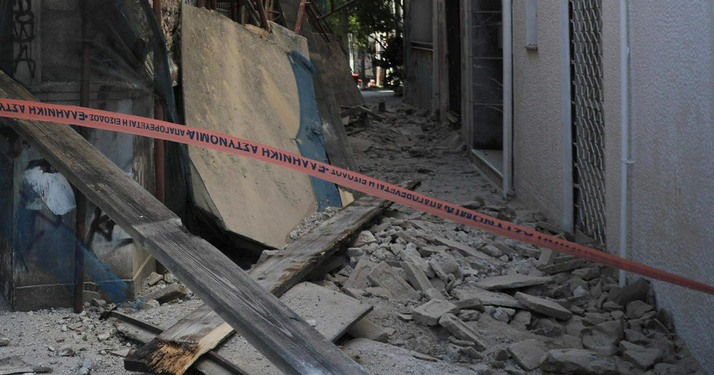 Strong earthquake rocks Greek capital of Athens; buildings seriously damaged