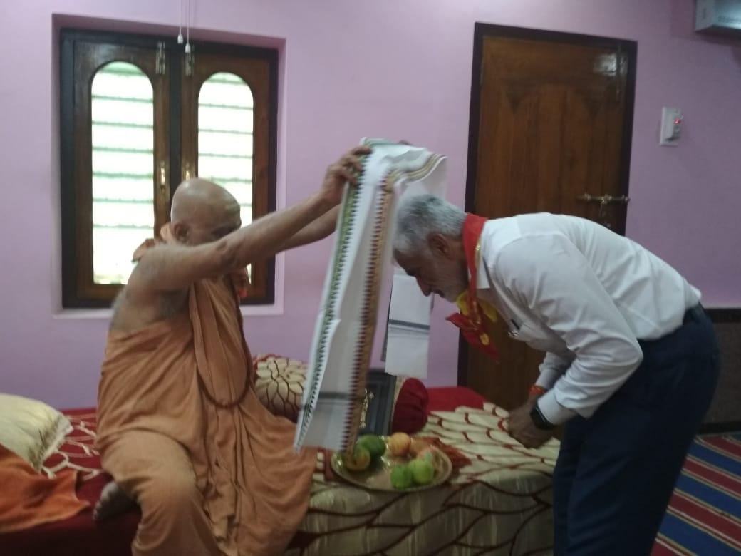 test Twitter Media - Today I had the darshan of  HH Shankracharya of  Goverdhan Peeth, Puri Swami Nischalanand SaraswatiJi and sought his blessings for prosperity of AP under the leadership of Hon'ble CM Jagan Garu. https://t.co/hHuTPBXU43