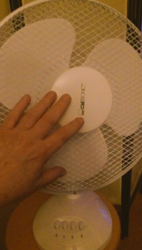 Ich habe endlich einen neuen Ventilator. 😍 Damit kann ich sogar Sturm machen. 😁😂 https://t.co/BPbIqjSihC