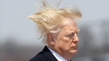 With this #Heatwave back east. I'm sure Trump will be using more hairspray than normal to keep it from wilting. https://t.co/5ffAinw8Yq