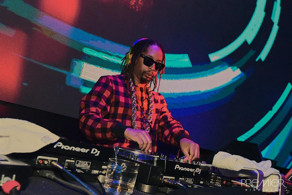 RT @PremierAC: To window to the wall! ???? Tonight we're getting low with @LilJon. Tickets: https://t.co/xSNLdHQacb https://t.co/BVUstnpll4