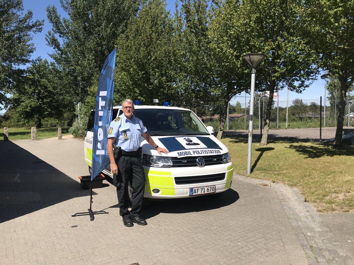 Den mobile politistation er i dag tilstede i Ringparken i Slagelse fra 15-18 ✈️✈️ https://t.co/FjCu94YDBw