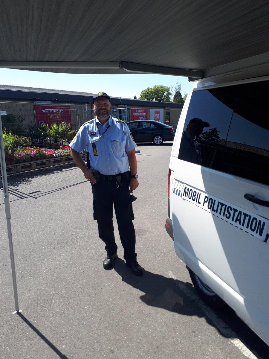 Mobil Politistation ved Brugsen i Horslunde https://t.co/tG1aCctJYT