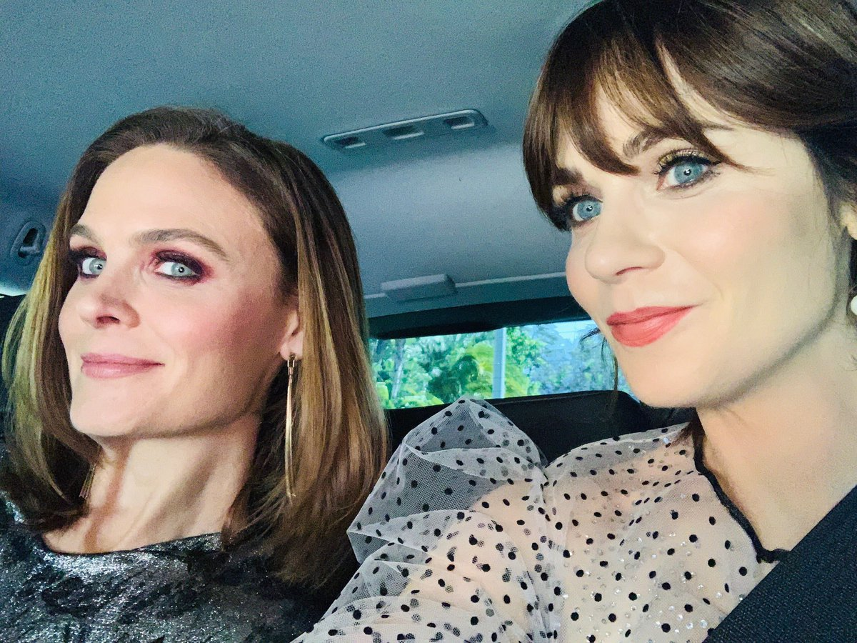 Always smiling when I'm with my sister! @emilydeschanel https://t.co/qJn4SaA7Ll