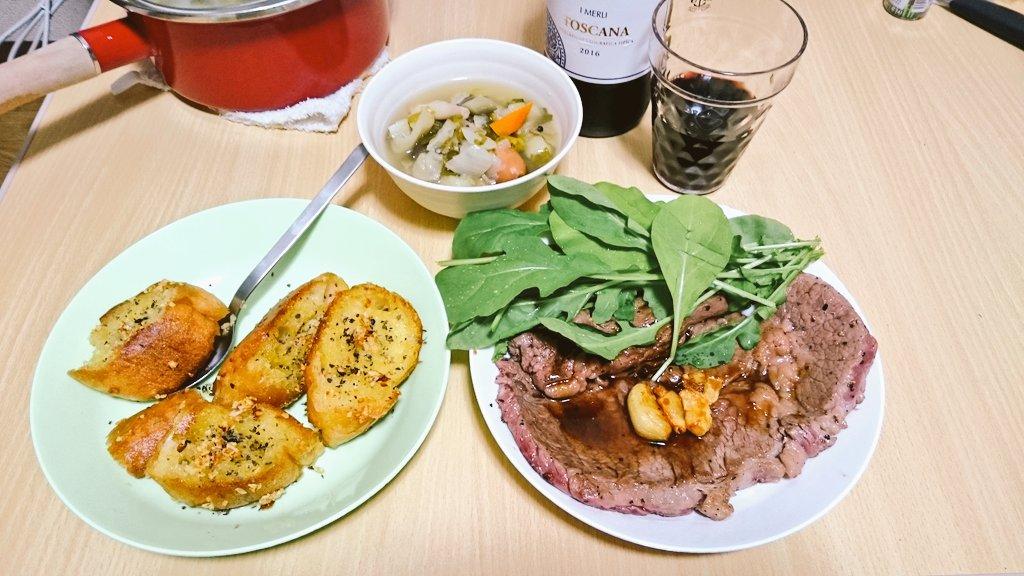 test ツイッターメディア - Ahーーーー🙏✨😭お肉🙏✨😭特大です〜🙏✨😭  ステーキとガーリックトーストとポトフ作りました( ˇωˇ )ニンニクパラダイスだ https://t.co/PTFR1jwfdg