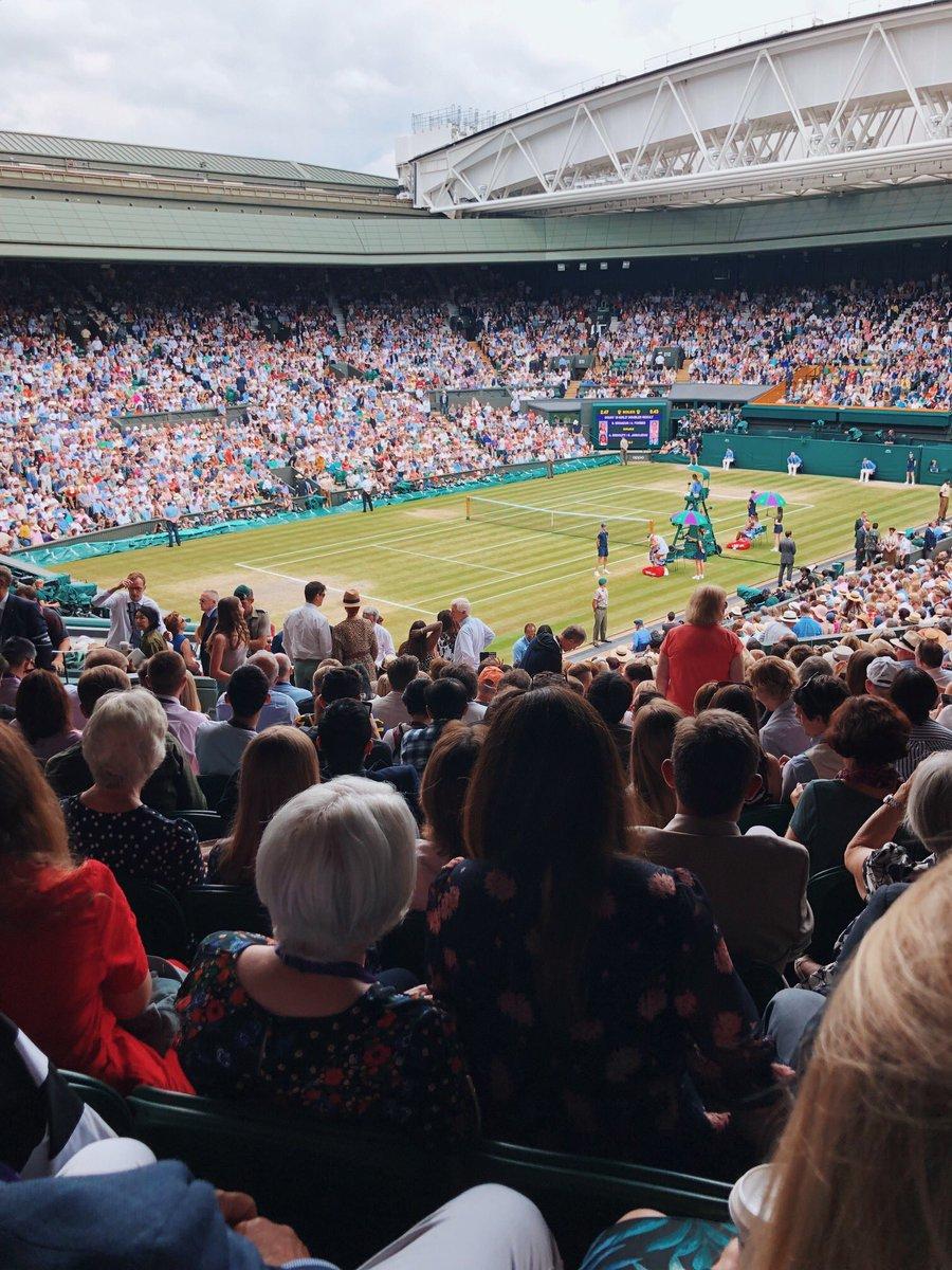 Ladies finals ???? #Wimbledon https://t.co/bQ88KlfHe8