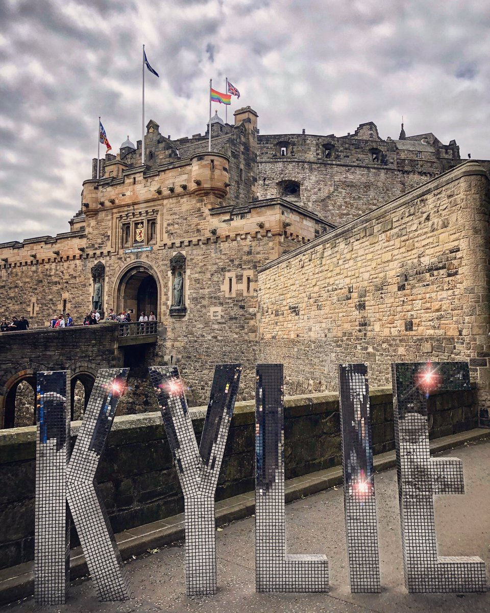 EDINBURGH... see you at The Castle tonight!! ???? @edinburghcastle https://t.co/UnWHo00vIs