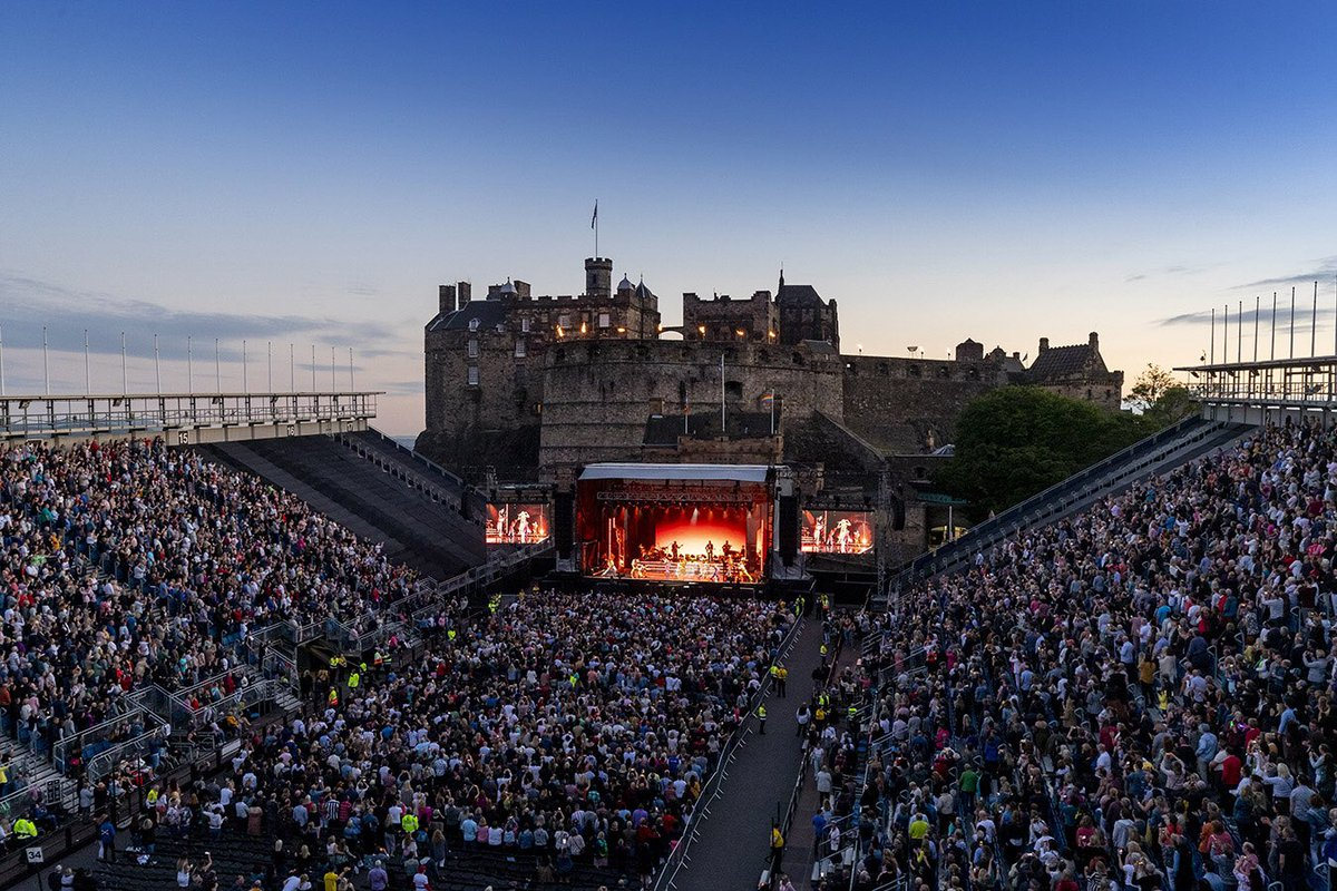 What a magical night! Let's do it all again tomorrow! ????@edinburghcastle ???? Alan Rennie https://t.co/q9ArI8fndO