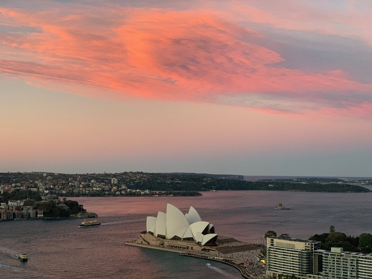 RT @CGeee: Sunset Sydney... https://t.co/4ipArUKIeD
