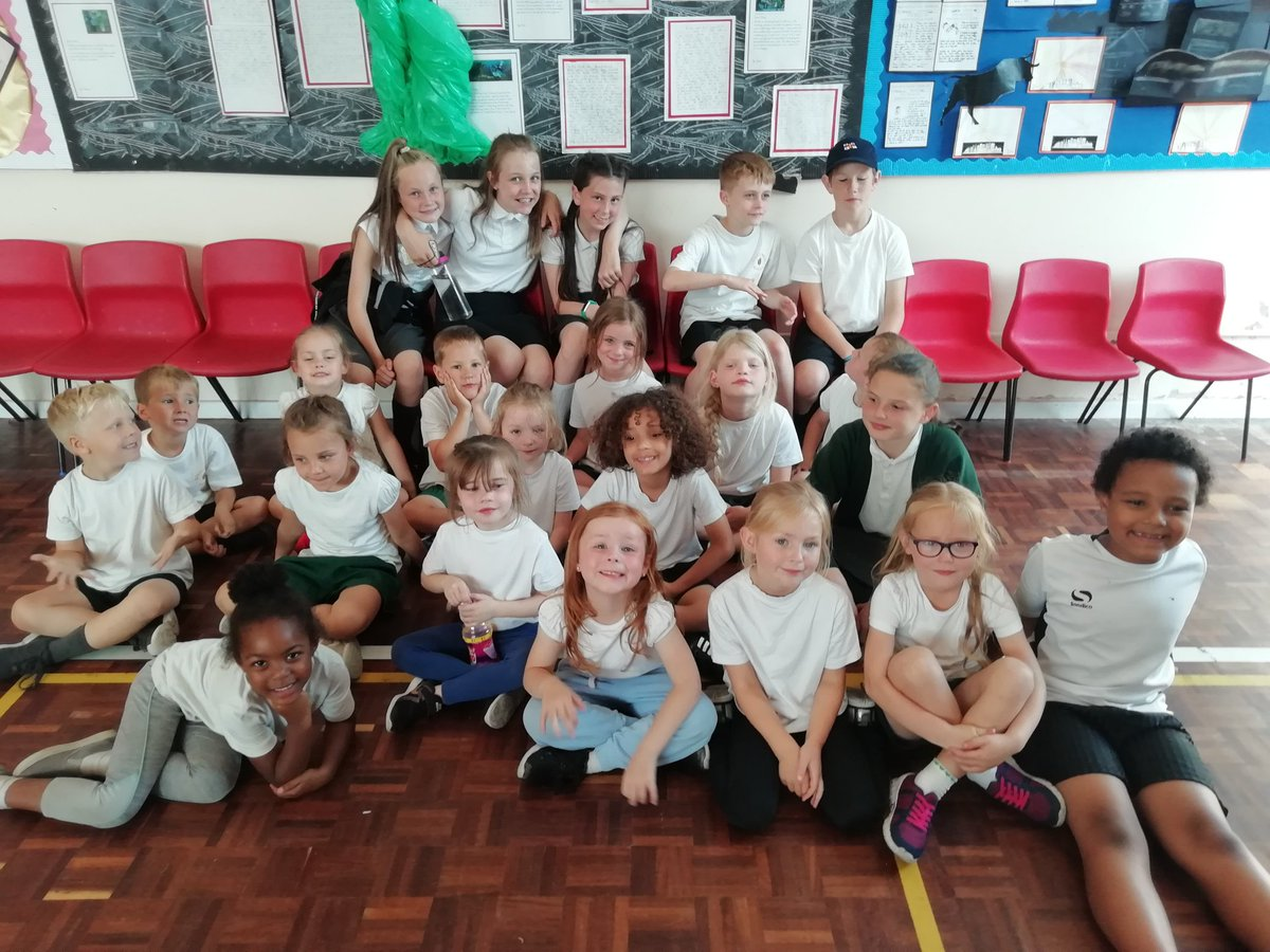 test Twitter Media - Well done to all these children who took part in the rec/y1 Hollyoaks Gimmie 5 event. No winners this year. Thankyou y6 for helping as playleaders. https://t.co/VDSAzLyFH9