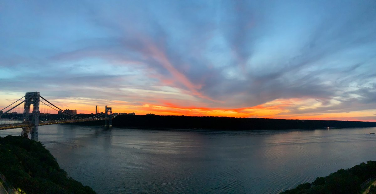 RT @Lin_Manuel: The Disney advertising is just outta control with this Lion King sky over the Hudson https://t.co/LqYT8yGdJC