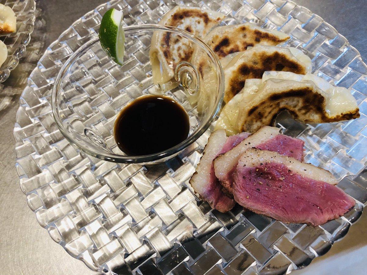 test ツイッターメディア - おはようございます☆ 本日西宮最高気温30℃、曇り時々晴れ🌞☁️ ある日の一皿は鴨とフォアグラと和牛と酒粕豚の餃子に鴨のソテー。 まさにワインがすすむくんです🍷 https://t.co/XQLduGFtoZ https://t.co/uQMa7M2ffA