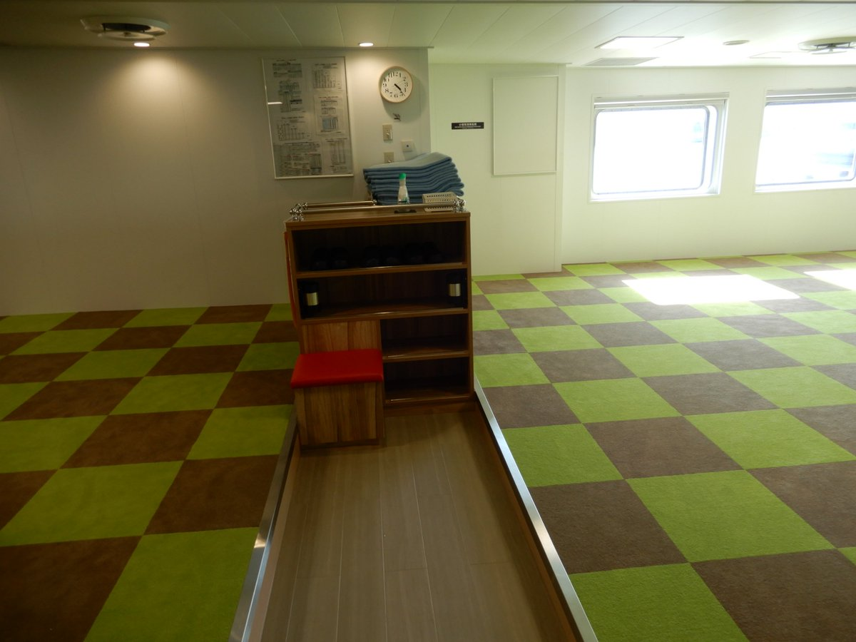 test ツイッターメディア - 九州商船いのり 二等座席、二等通路 靴箱ヨコにちょっと座れるイスが設置されています。 靴を履くとき便利そうです。 https://t.co/HJQ1Gkmabw