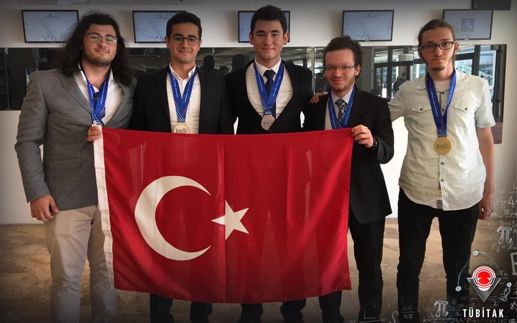RT @Tubitak: 50. Uluslararası Fizik Olimpiyatı'na Türkiye Damgası!   5 Madalya ile Dönüyoruz !🇹🇷  Abdurrahman Hadi ERTÜRK🥇 Yunus Emre PARMAKSIZ🥈 Alkın KAZ🥈 Mert ÜNSAL🥉 Berkin BİNBAŞ🥉  Genç fizikçilerimizi tebrik ediyoruz 👏🏻  🗓7-15 Temmuz 📍Tel Aviv https://t.co/Khv0FreFq9
