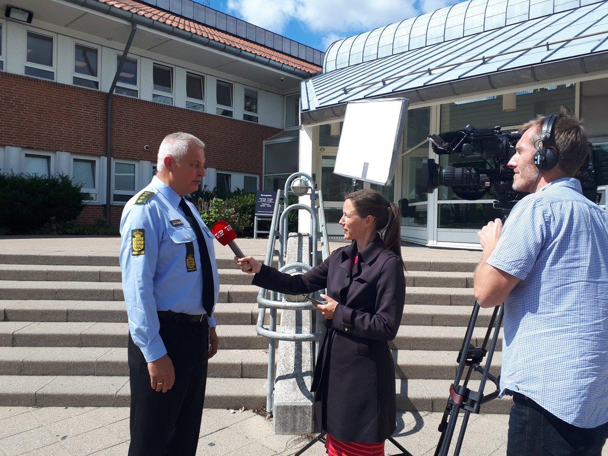 PI Flemming Madsen fortæller @tv2newsdk om anholdelse af tre mistænke ifm dobbeltdrab i Herlev #politidk https://t.co/hW9IjWY38b