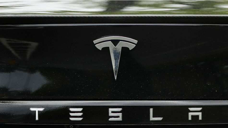 Tesla mixes up its lineup again, and now the cheapest Model S and X versions are gone