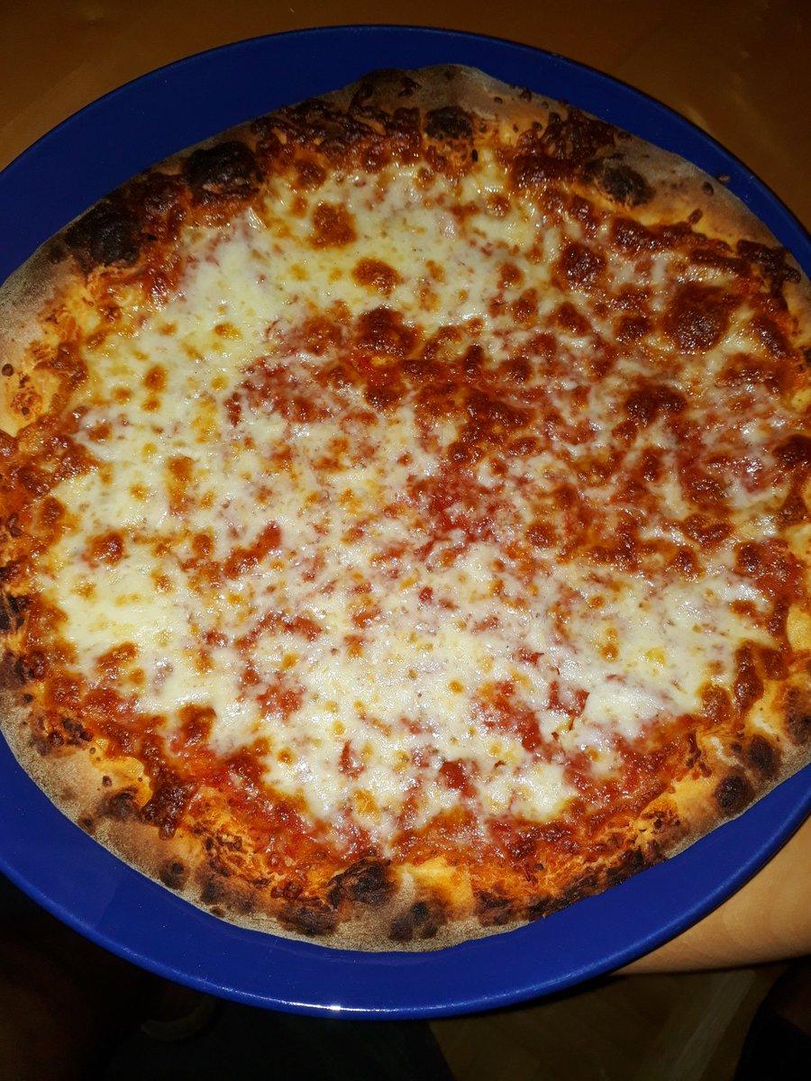 Das ist die beste TK Pizza die ich je gegessen habe.   Schmeckt Original wie vom Italiener.  #dasperfektedinner https://t.co/PiWOJil8cI