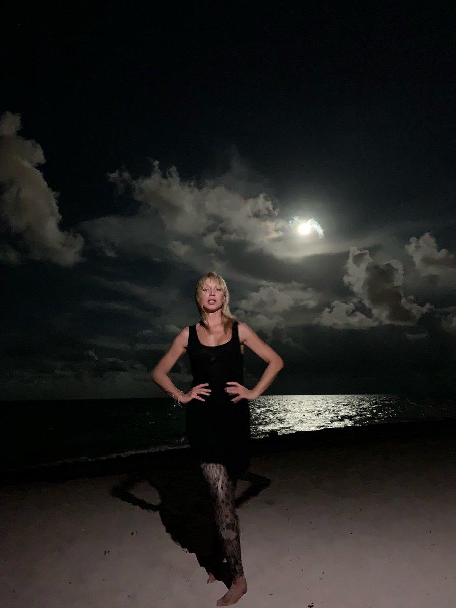 Лунное настроение ???????? #кристинаорбакайте #kristinaorbakaite #слюбовьювдуше photo by @maria_arkowa https://t.co/Q5Nay6QHeV