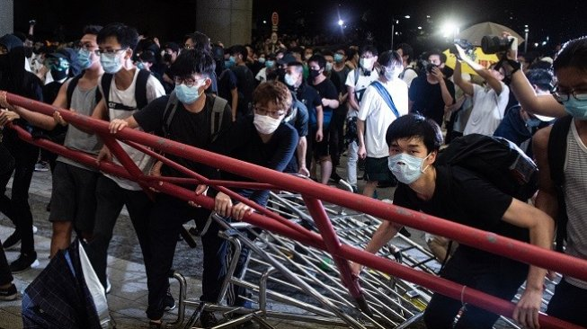 Hong Kong Kembali Dilanda Rusuh, Polisi Tangkap 47 Orang https://t.co/qCOTD2sGCd https://t.co/uH3Nju5ABS