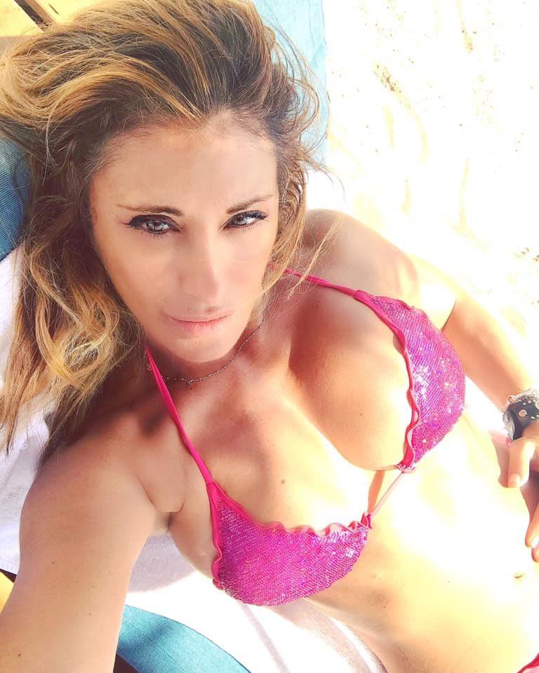 Le regard ... the look .. basta uno sguardo.. #beirut #alaplage #estate2019 #SabrinaSalerno #Sabrina https://t.co/8bq159UZ5p