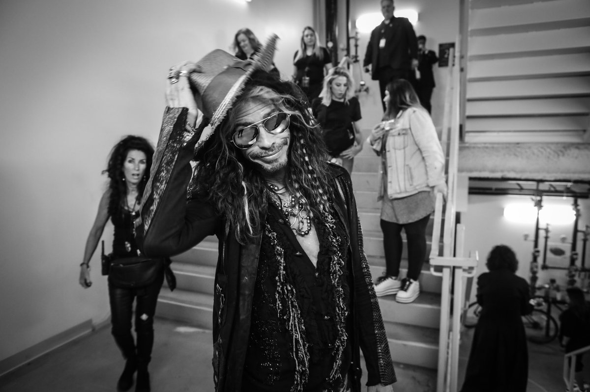 RT @Aerosmith: Backstage #BTS Las Vegas! #DeucesAreWild  Photos by: @KatBenzova https://t.co/GwKEbBTrCk