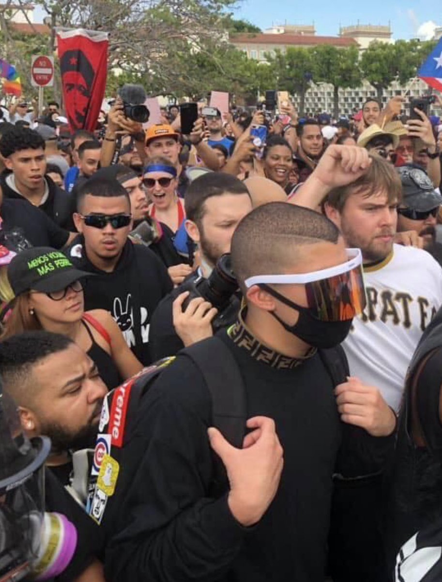 RT @jemiliobedolla: Bad bunny out here protesting in the streets con su gente! THATS MY PRESIDENT https://t.co/n57UJBzVcI