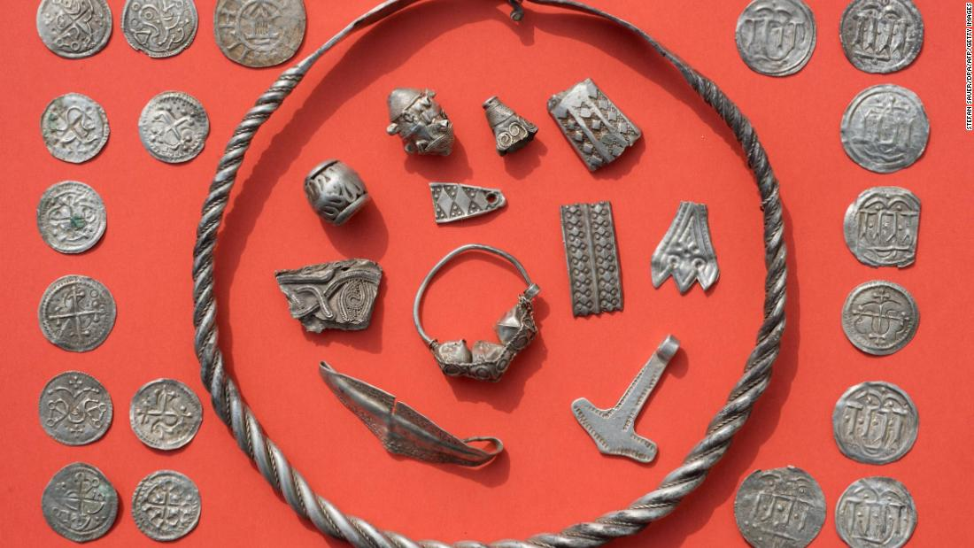 A 13-year-old boy has helped unearth treasure of a 10th century Danish king https://t.co/fkOVESC44z via @CNNStyle https://t.co/TxKHHtXZlj