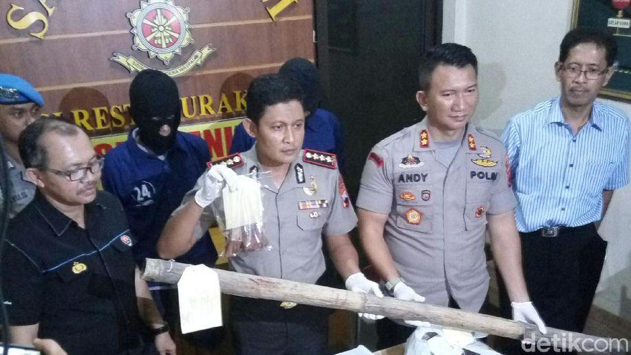 Polisi Solo dan Surabaya Ajak Suporter Deklarasi Saling Bersaudara https://t.co/EZqr2BhFvP https://t.co/j3h4pVtzSU