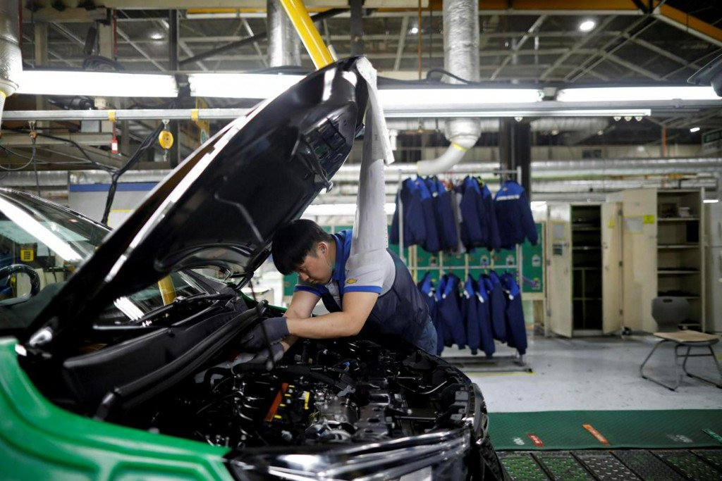 Exclusive: South Korea may sign GM Korea funding deal by April 27 - KDB chair https://t.co/cMItkyzq1A https://t.co/c90E73Mwwl