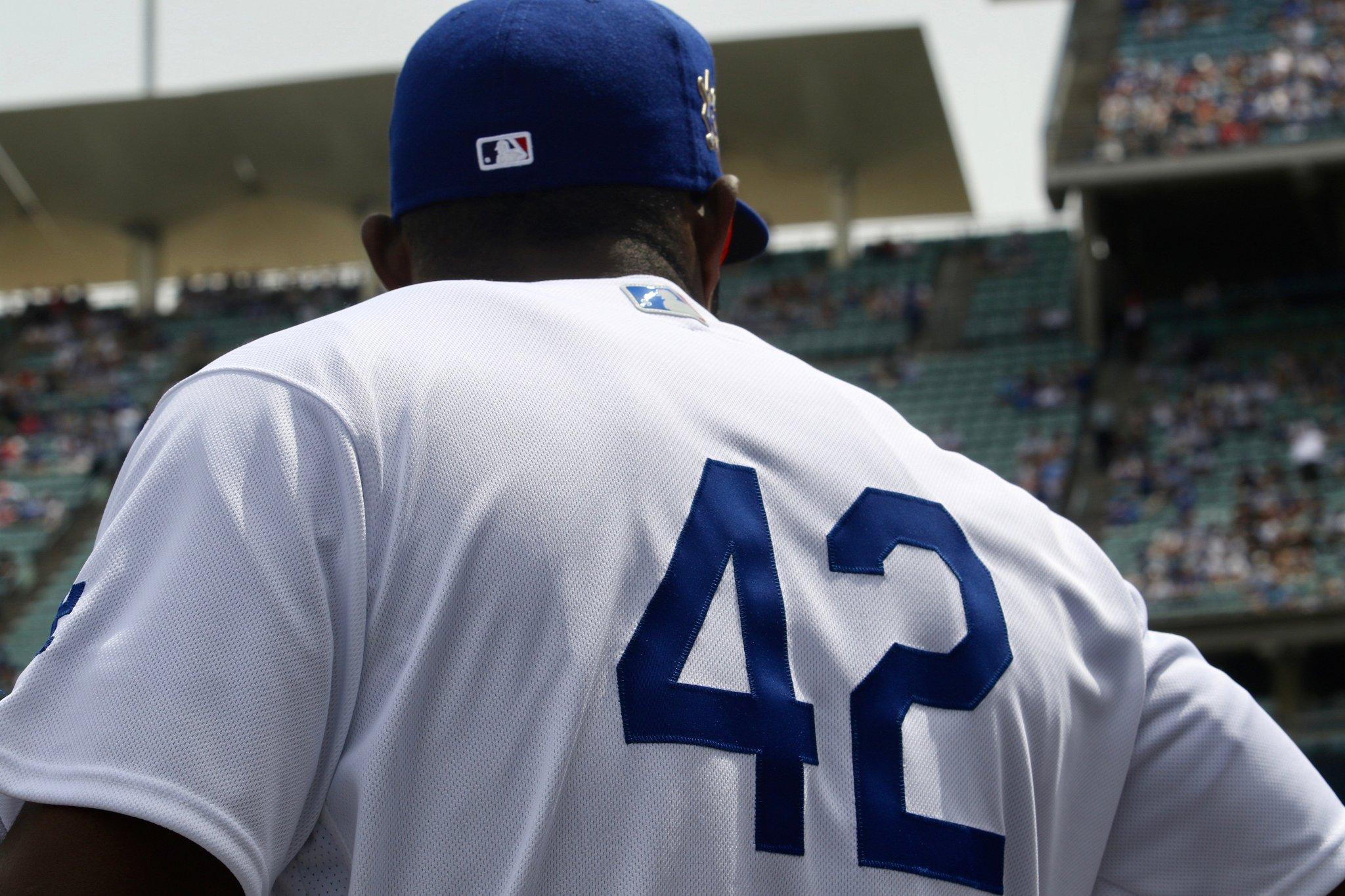 No. 42 looks so good in Dodger blue.     #Jackie42 https://t.co/FlHKvFgkrT