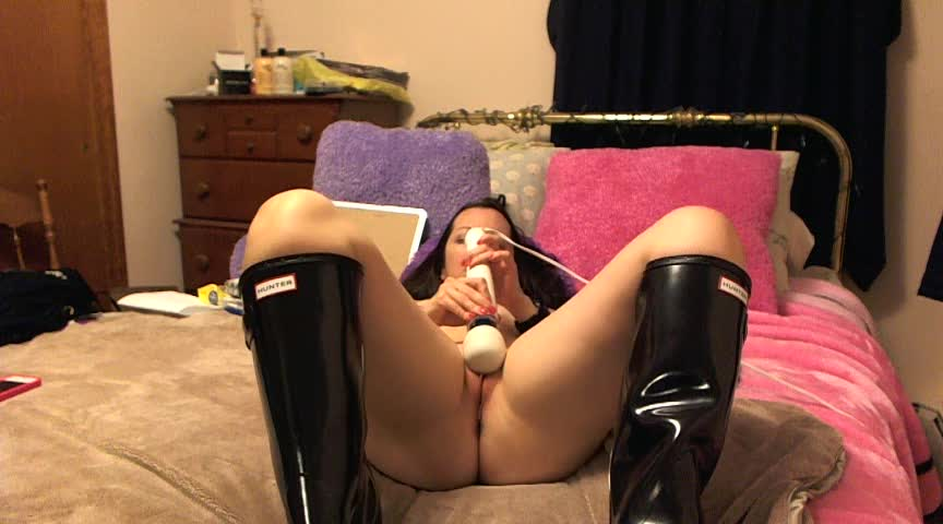 Just sold! Get yours! Hunter boots and hitachi fun. Get yours here wP7v5qrQqI