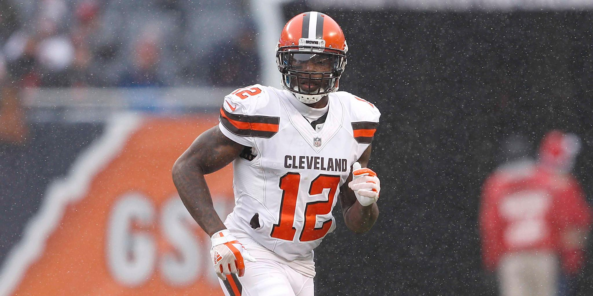 .@JOSH_GORDONXII officially signs tender with @Browns: https://t.co/mKxbN0JLlb https://t.co/iL9fn1pWJw