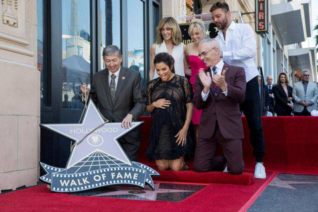 'Desperate Housewives' actress Eva Longoria gets Hollywood star https://t.co/WwREyKH59l https://t.co/mEwNOa40Y3
